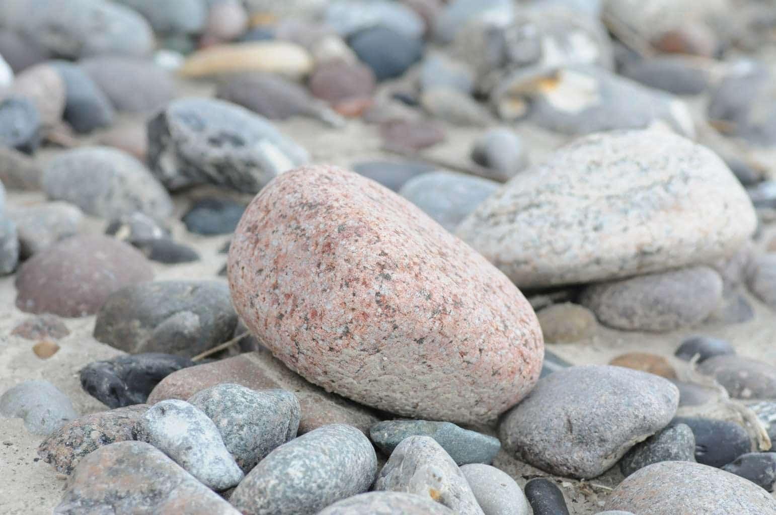 Mit Steinen Spielen